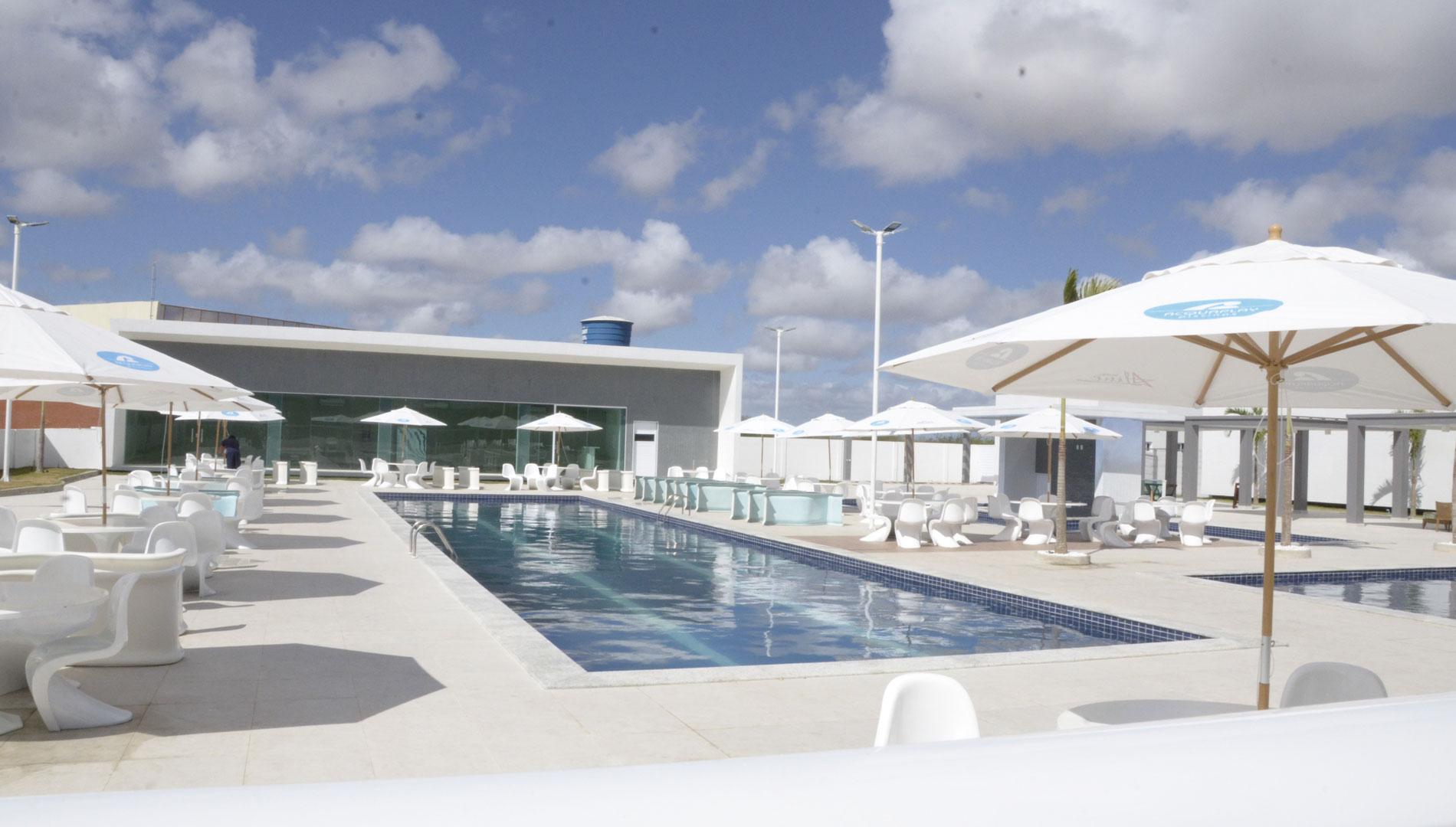 bristol-aline-vista-piscina
