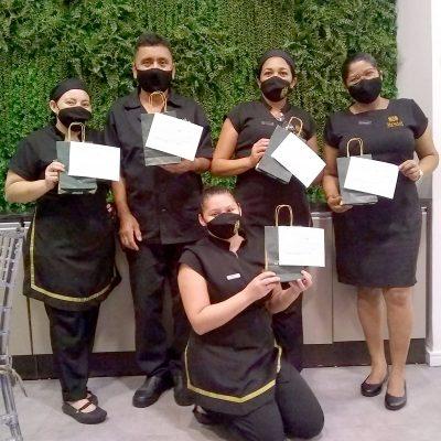 Colaboradores Bristol Guararapes (da esquerda para a direita): Dayana, Cesar, Telma, Lucia e Tainã.
